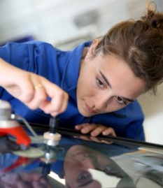 windscreen repair and replacement service